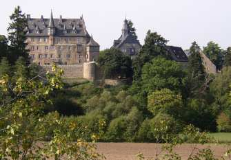 Lauterbach: Schloss Eisenbach (Blick von der B 275)
